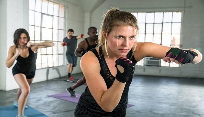 cuerpo de mujer boxeadora