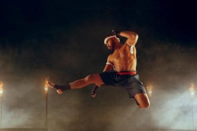 beneficios de saltar y golpear con el codo en muay thai