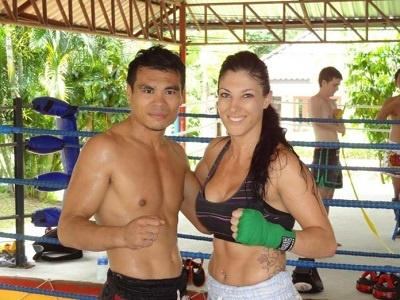 beneficios de hacer nuevas amistades en las clases de muay thai